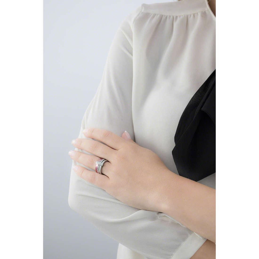 Breil anelli Torsion donna TJ1722 indosso