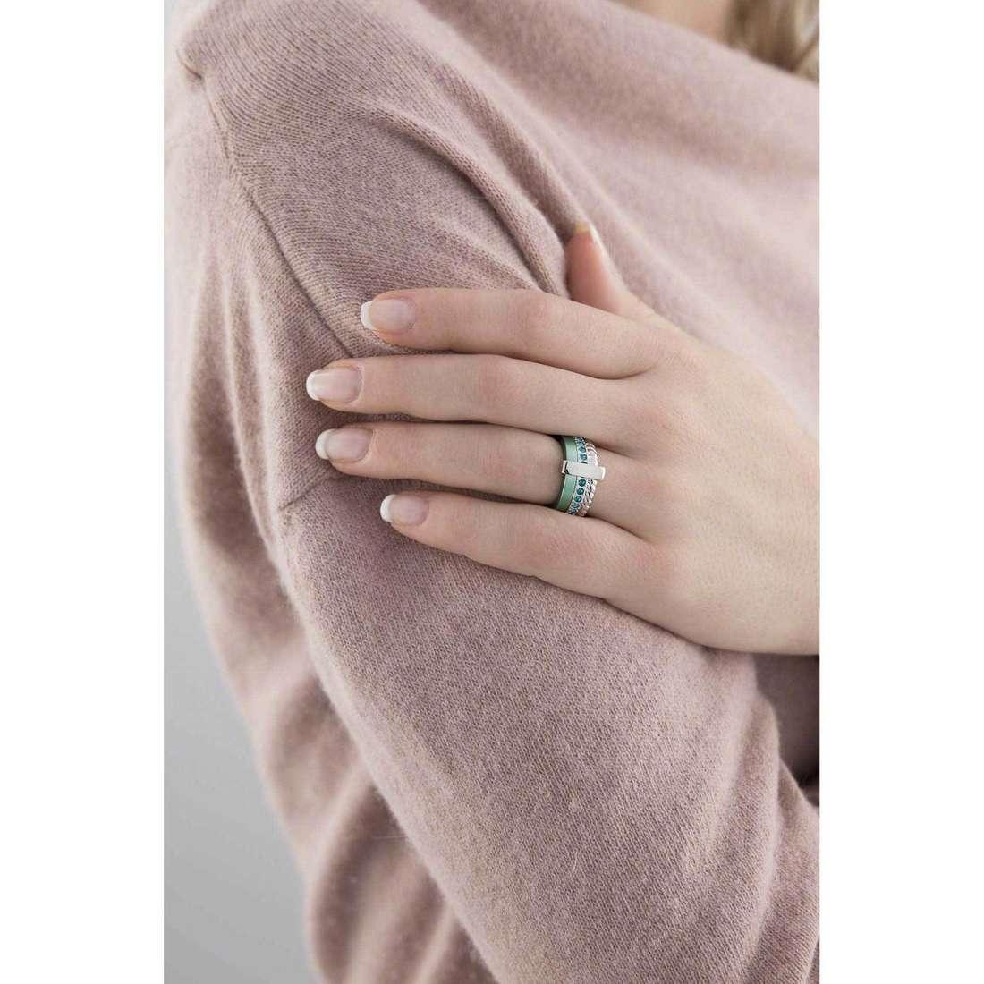 Breil anelli Torsion donna TJ1726 indosso