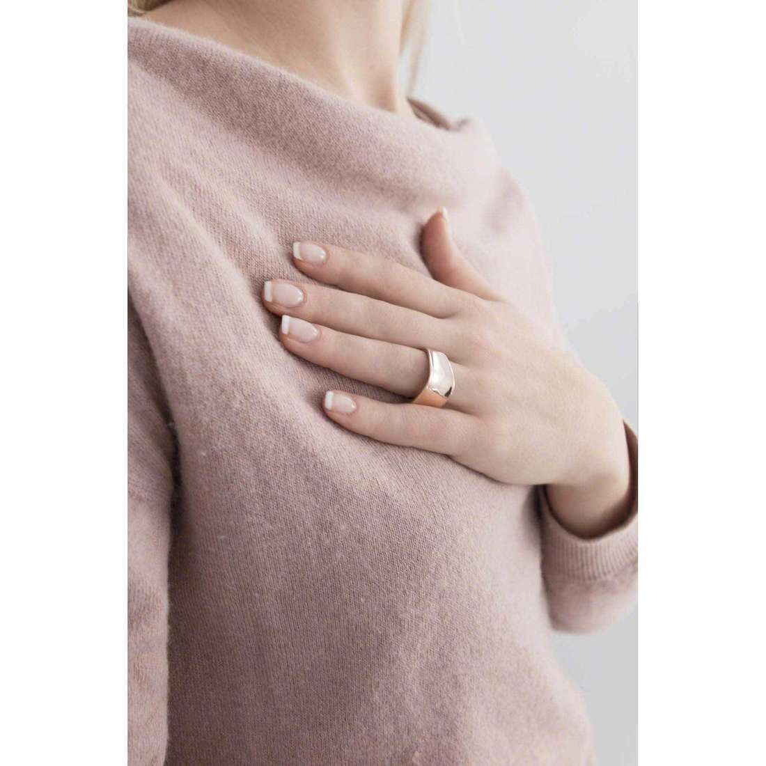 Breil anelli Liquid donna TJ1884 indosso