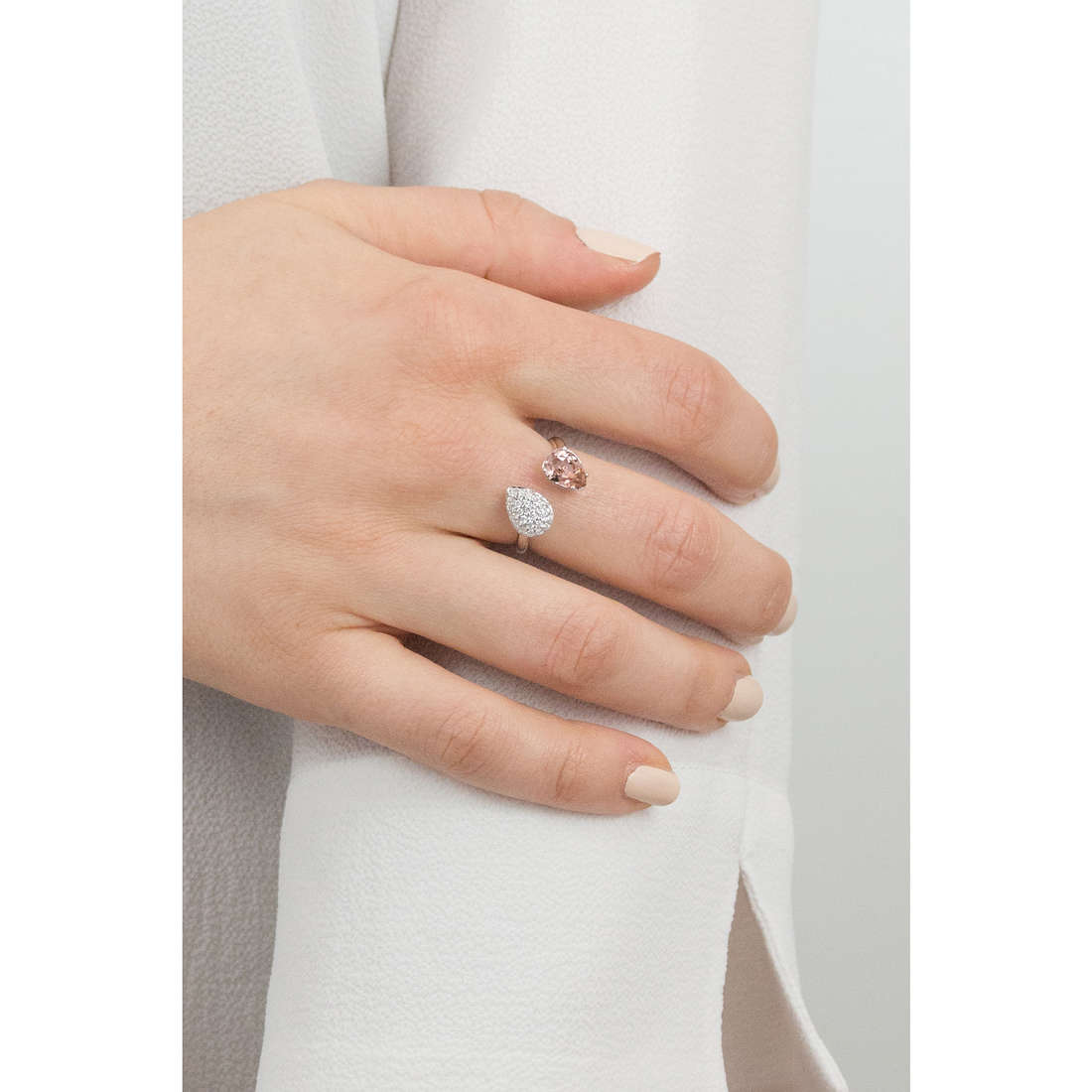 Brosway anelli Affinity donna BFF45B indosso