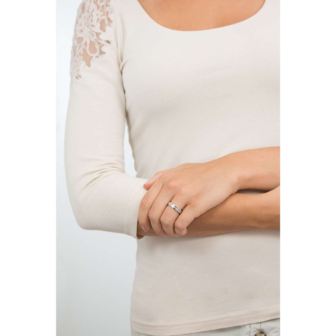 Luca Barra anelli donna LBAN114.19 indosso
