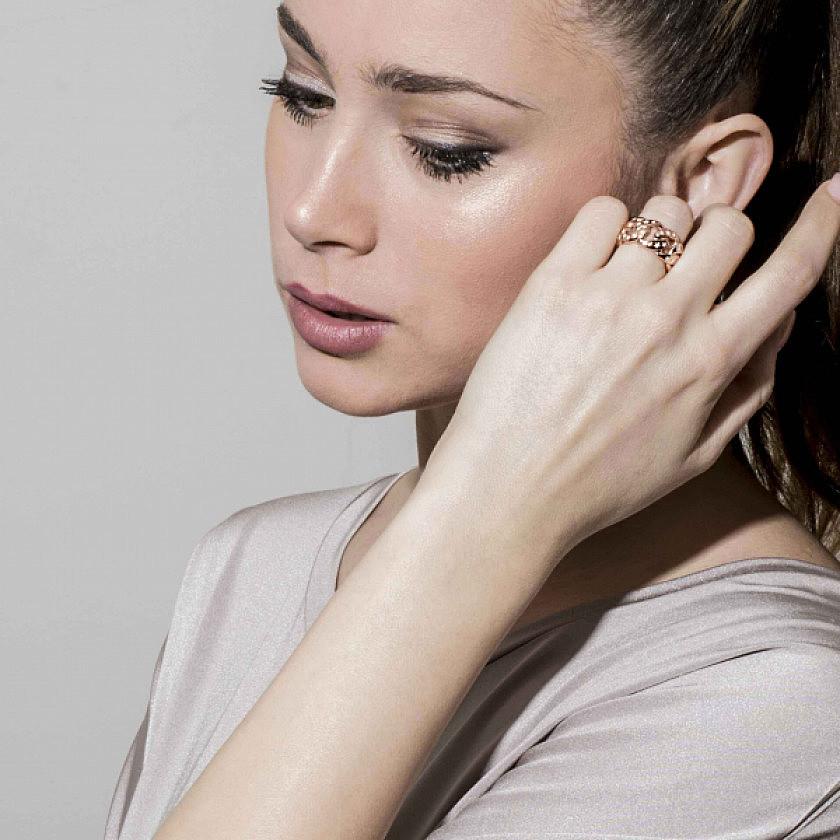 Nomination anelli Starlight donna 131501/001/022 indosso