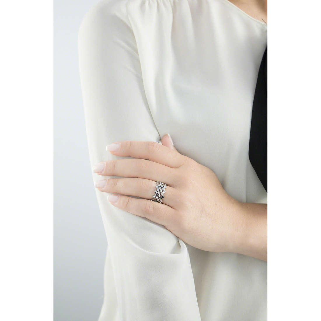 Sagapò anelli Victoria donna SVC01B indosso