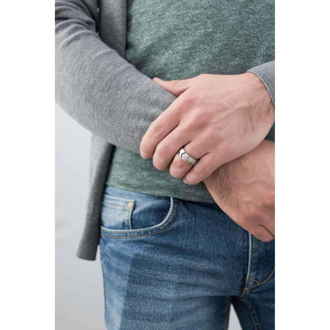 Breil anelli Shoot uomo TJ1409 indosso