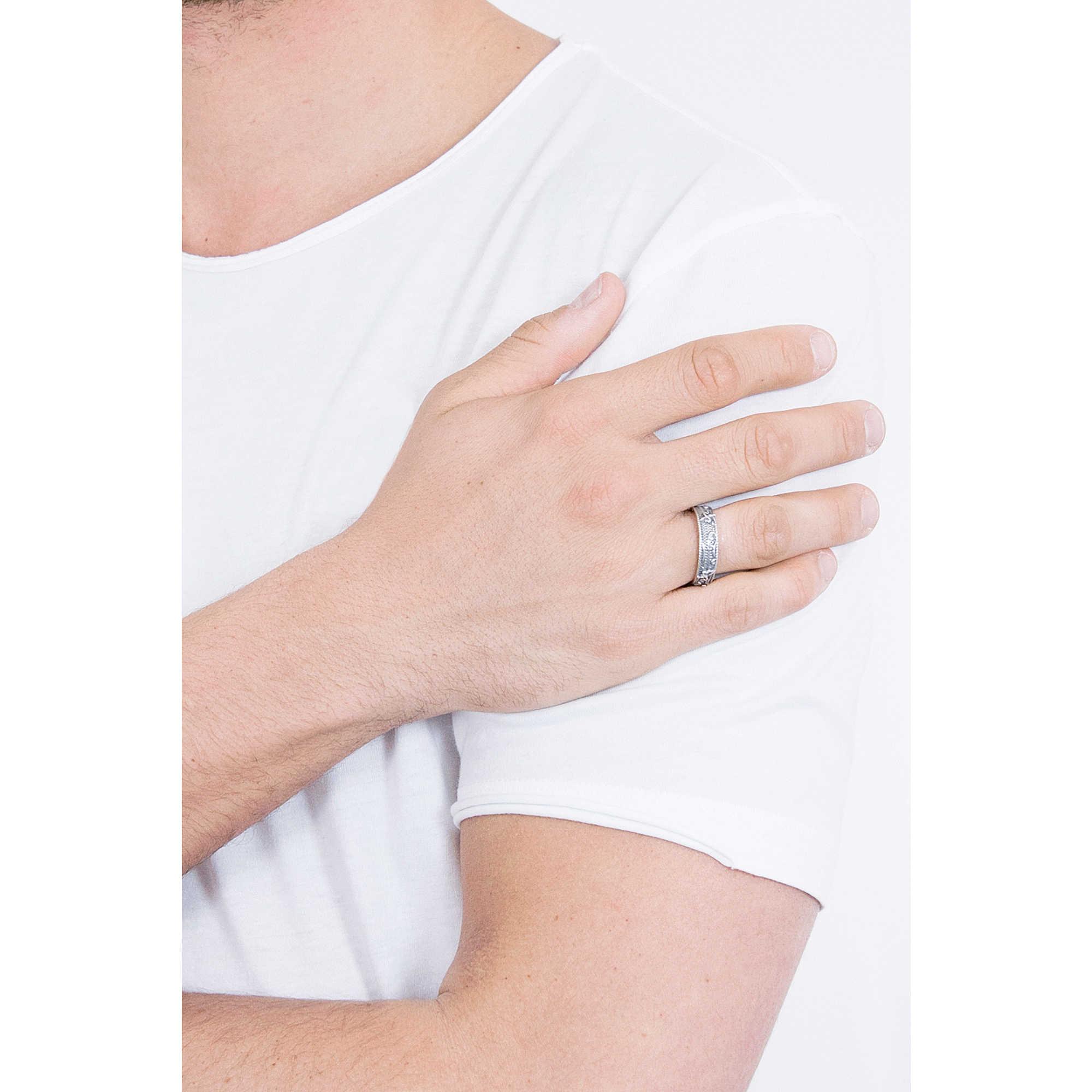 203e536a8d anello uomo gioielli Cesare Paciotti Incision JPAN1721V-20 anelli ...