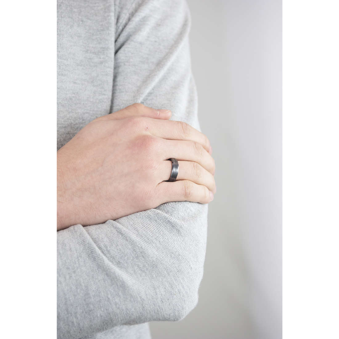 Sector anelli Ceramic uomo SLI80021 indosso