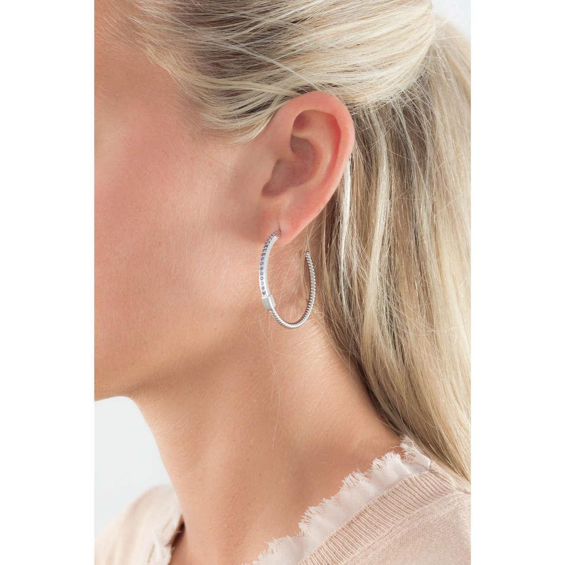 Breil boucles d'oreille Torsion femme TJ1734 indosso