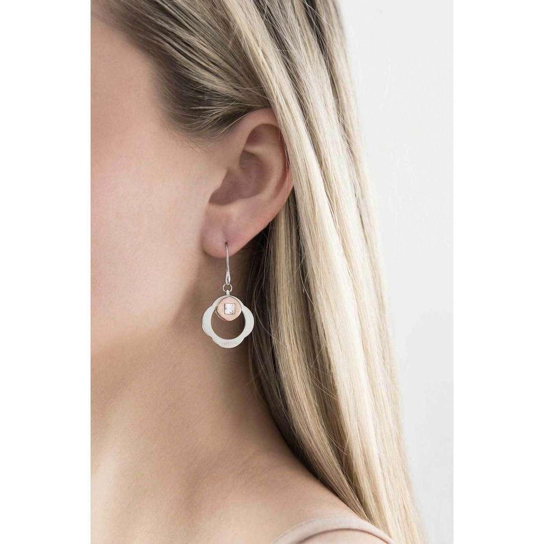 Breil boucles d'oreille Crossing Love femme TJ1580 indosso