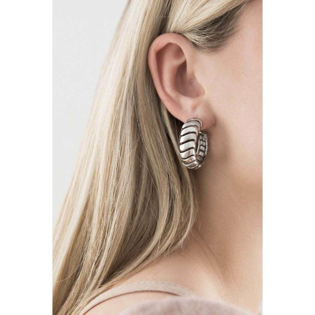 Breil boucles d'oreille Nouvelle Vague femme TJ1437 indosso