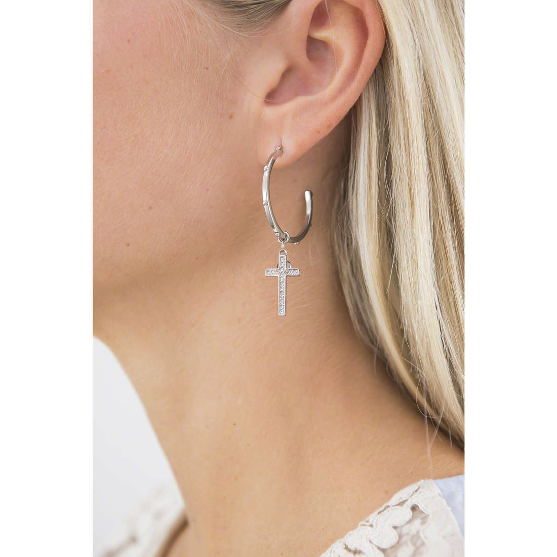 Brosway boucles d'oreille Dogma femme BDO21 indosso