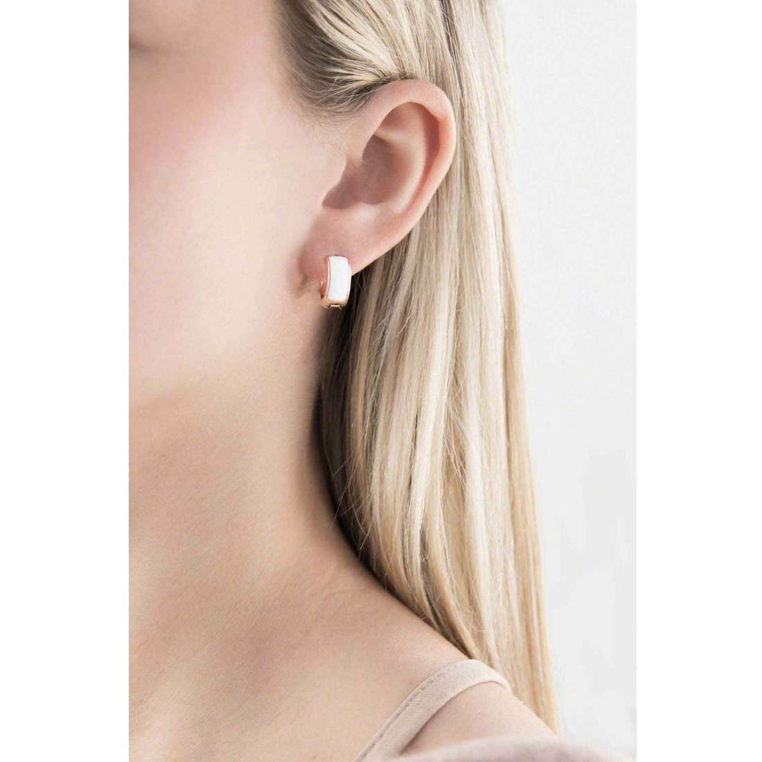 Fossil boucles d'oreille Spring 14 femme JF01120791 indosso