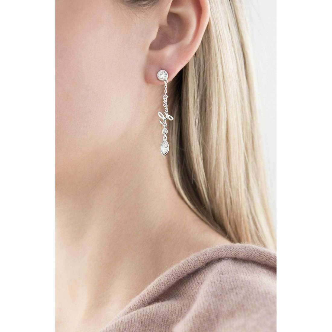 Guess boucles d'oreille Shiny Guess femme UBE61016 indosso