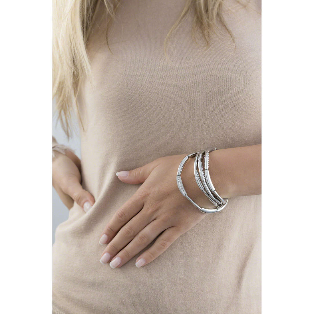 Breil bracciali Flowing donna TJ1153 indosso