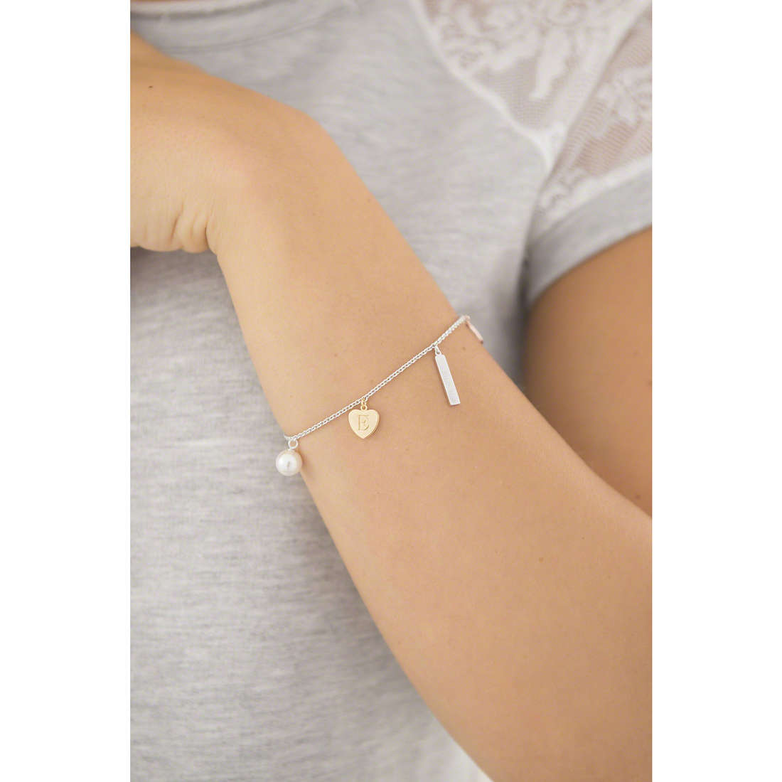 Emporio Armani bracciali donna EG3311040 indosso