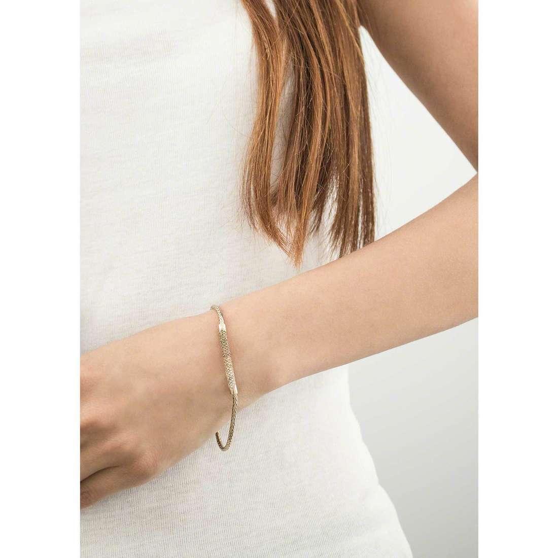 Fossil bracciali Holiday 15 donna JA6765710 indosso