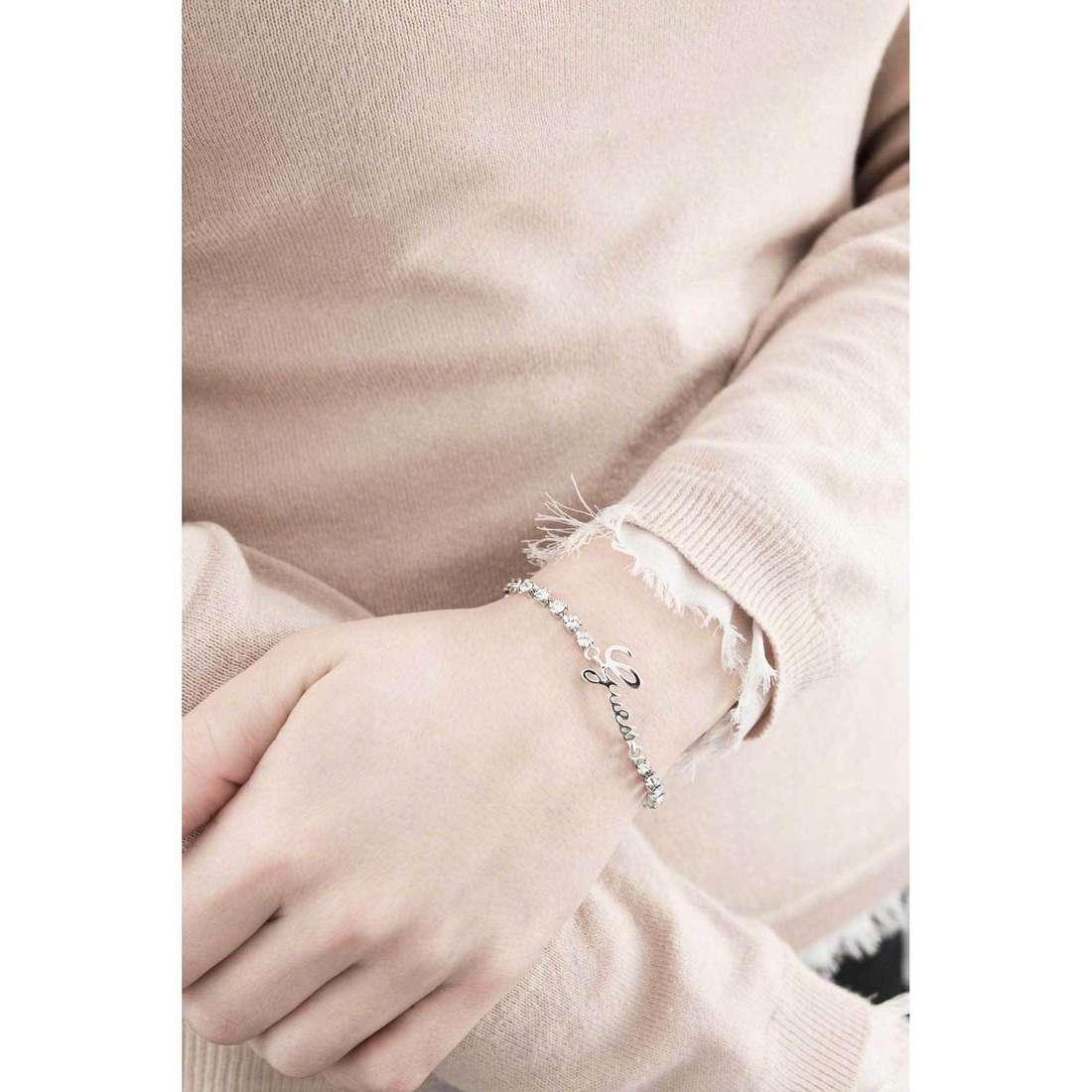 Guess bracciali Boxset donna UBS21501-S indosso