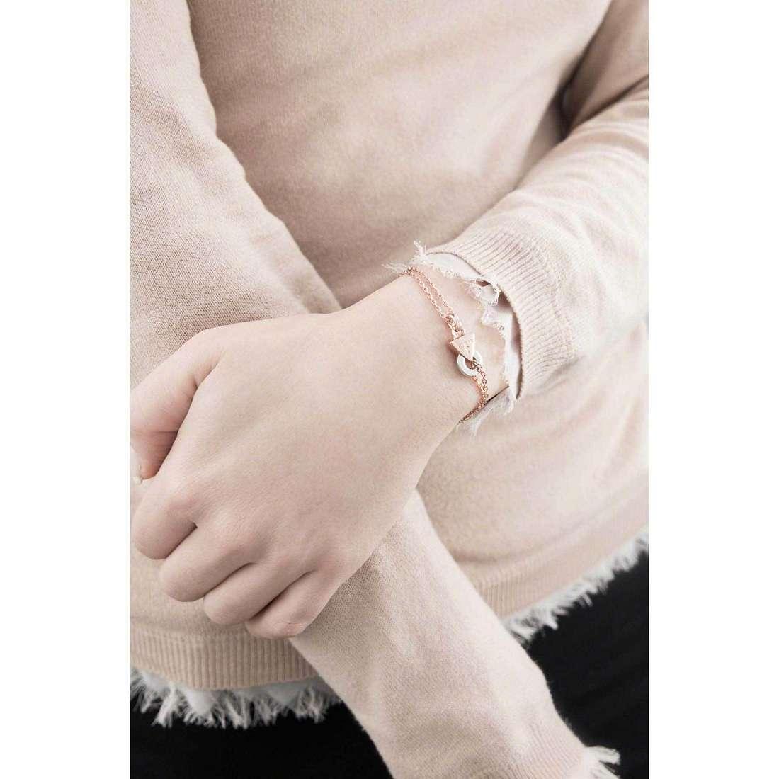 Guess bracciali Embrace Me donna UBB71511-S indosso