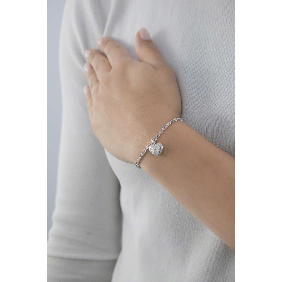 Guess bracciali Iconic donna UBB21527-S indosso