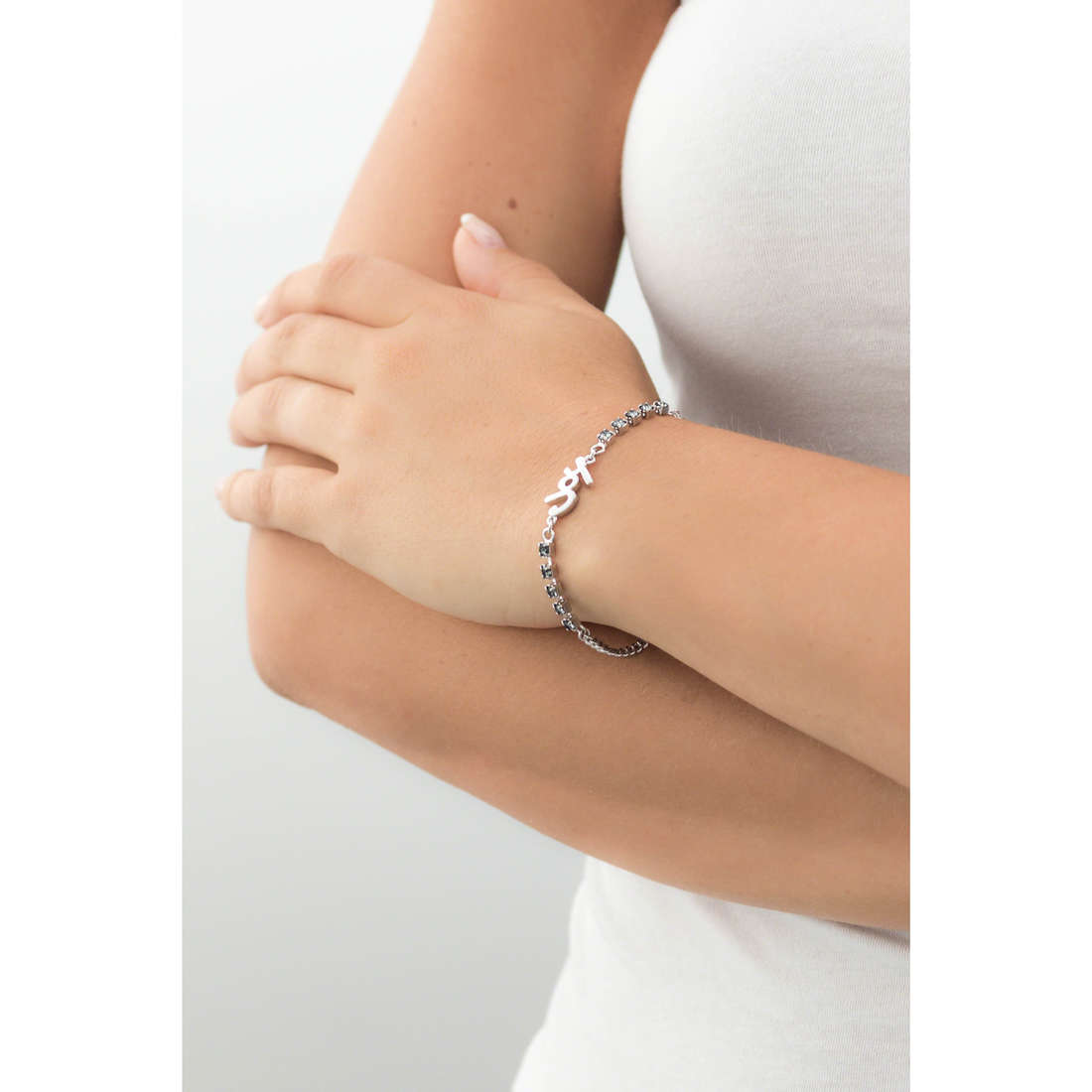 Guess bracciali donna UBB61001-S indosso