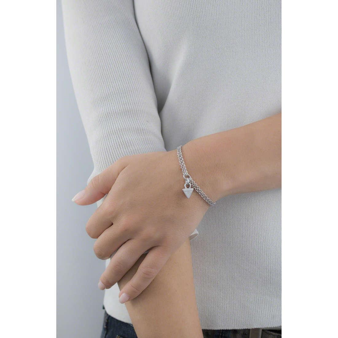 Guess bracciali donna UBB61108-S indosso