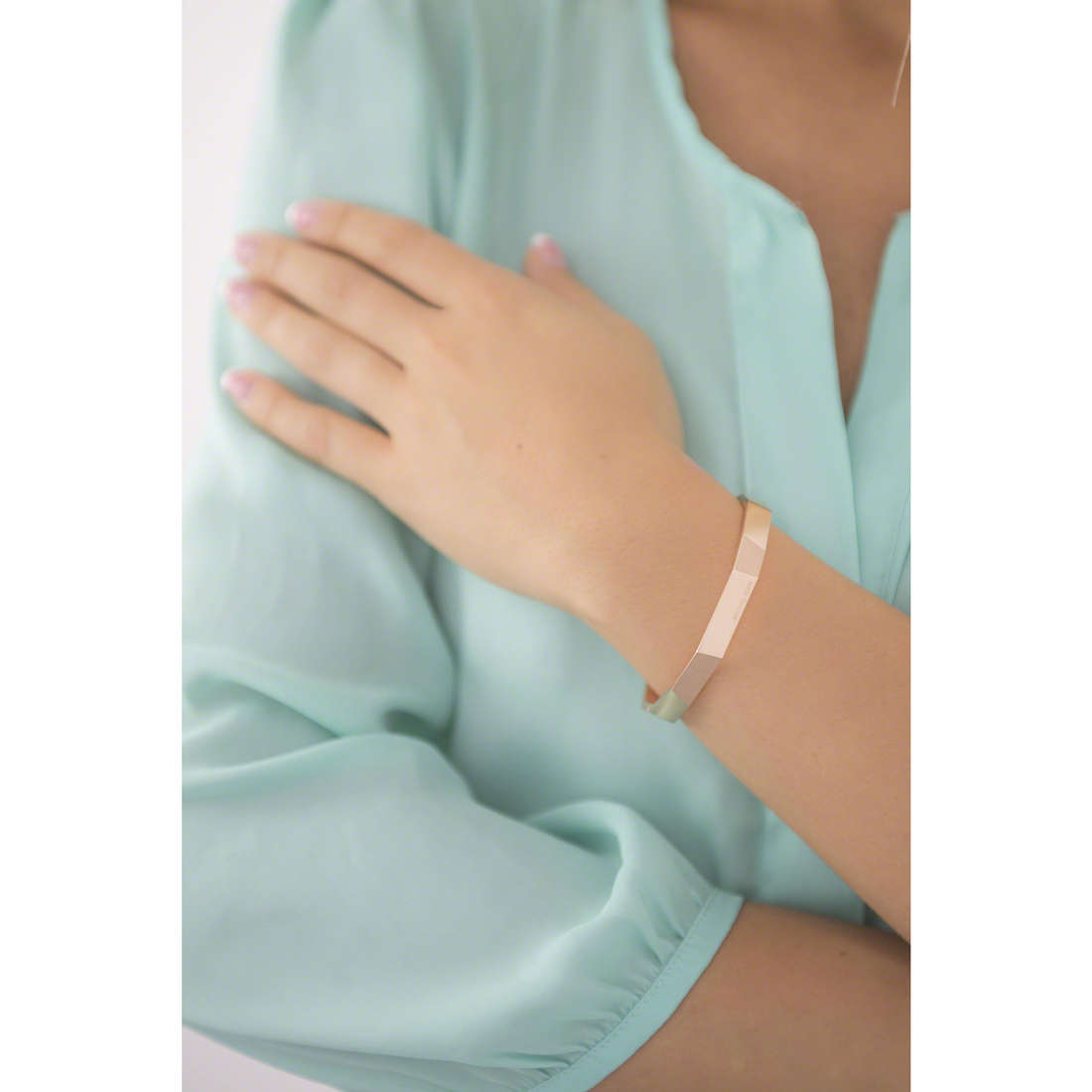 Michael Kors bracciali donna MKJ5808791 indosso