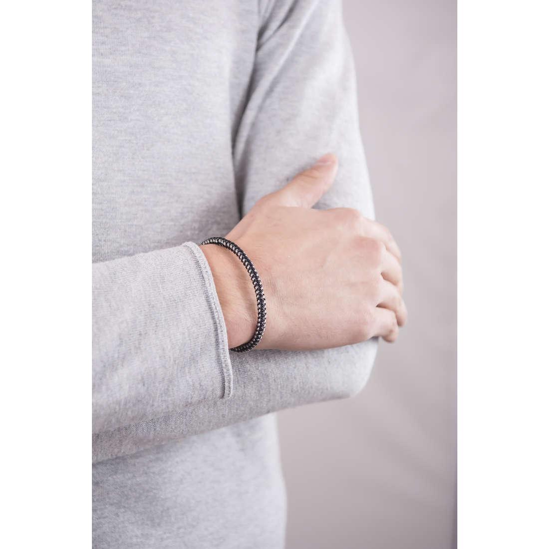 Breil bracciali B Hook uomo TJ1525 indosso