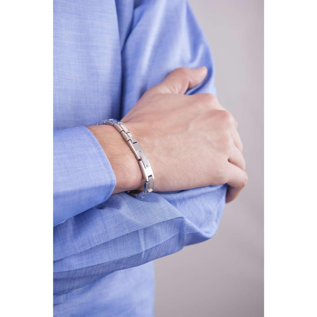 Breil bracciali Screw uomo TJ1588 indosso