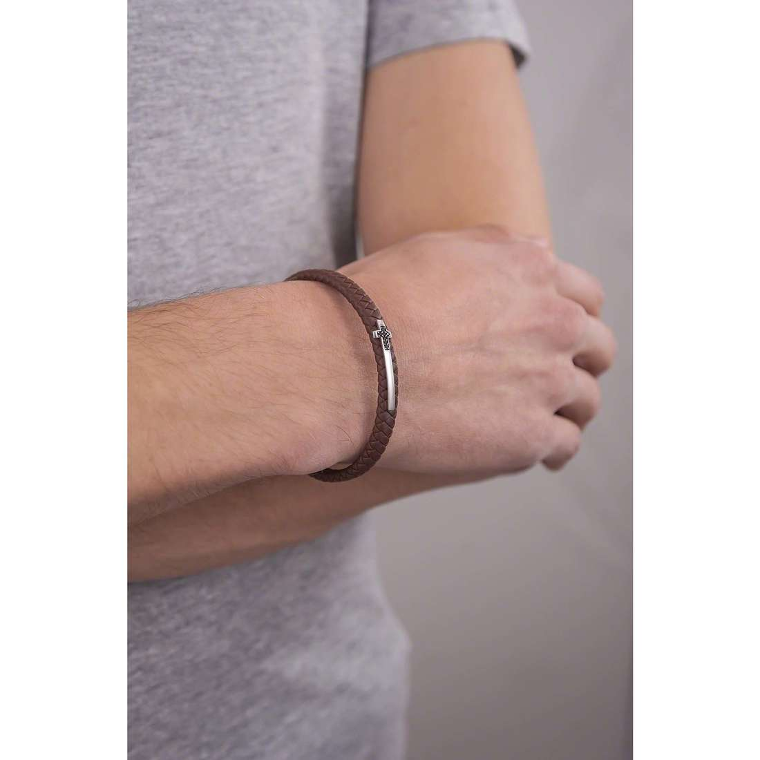 Comete bracciali Random uomo UBR 637 indosso