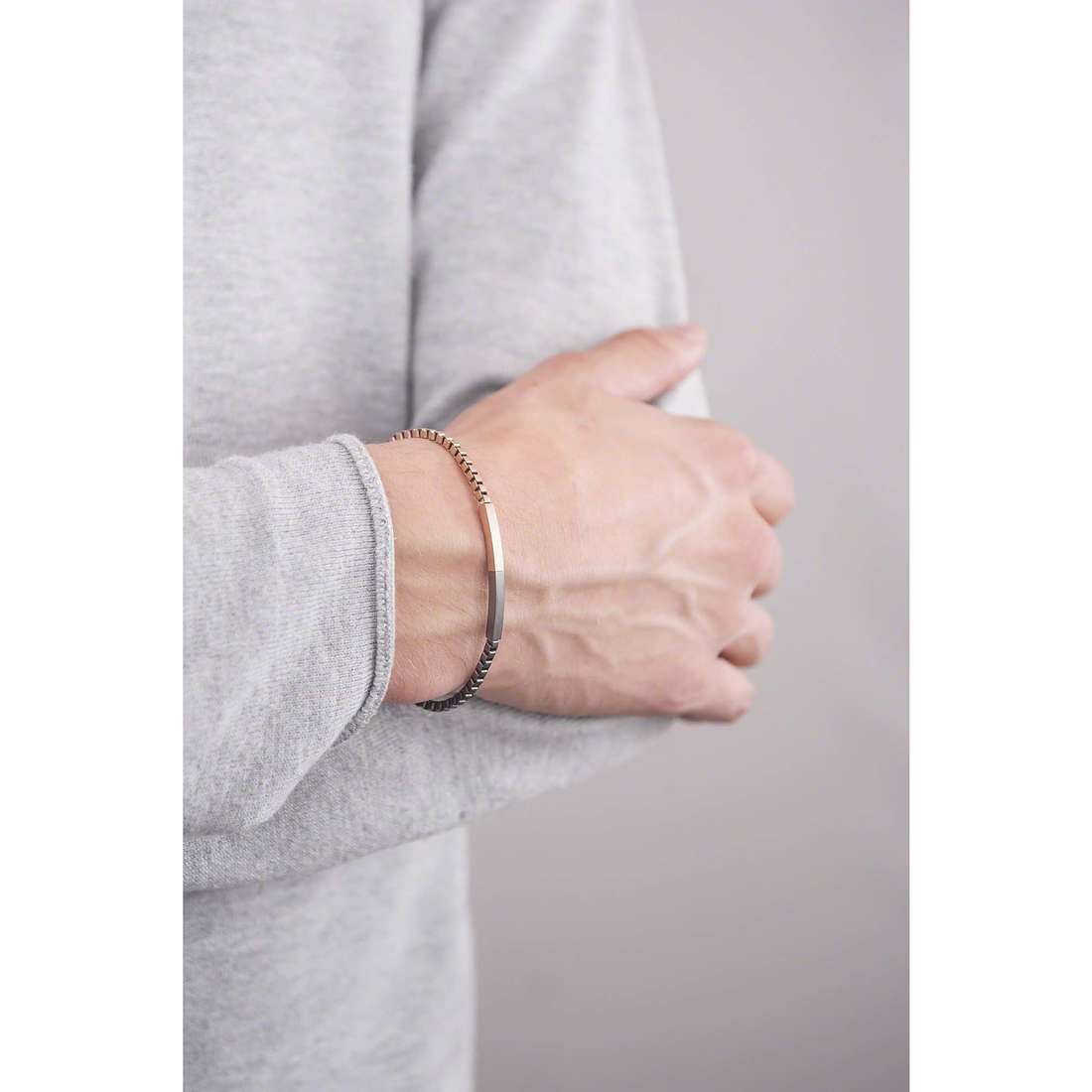 Emporio Armani bracciali Spring uomo EGS2125221 indosso