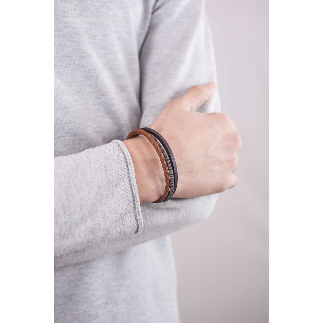 Fossil bracciali Spring 16 uomo JF02213040 indosso