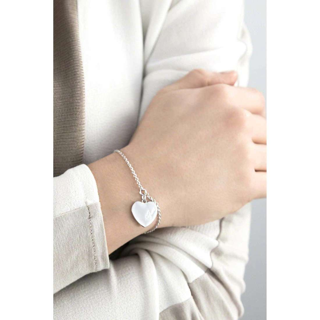 Guess bracelets Heartbeat femme UBB61043-S indosso