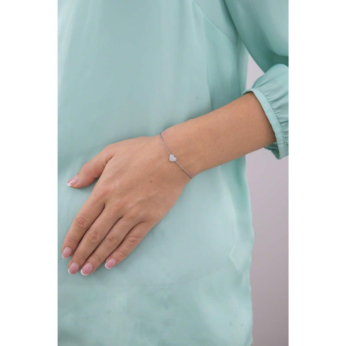 Guess bracelets Heartshelter femme UBB71518-S indosso