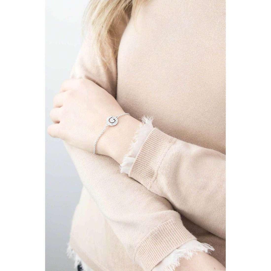 Guess bracelets Iconic femme UBB51499 indosso