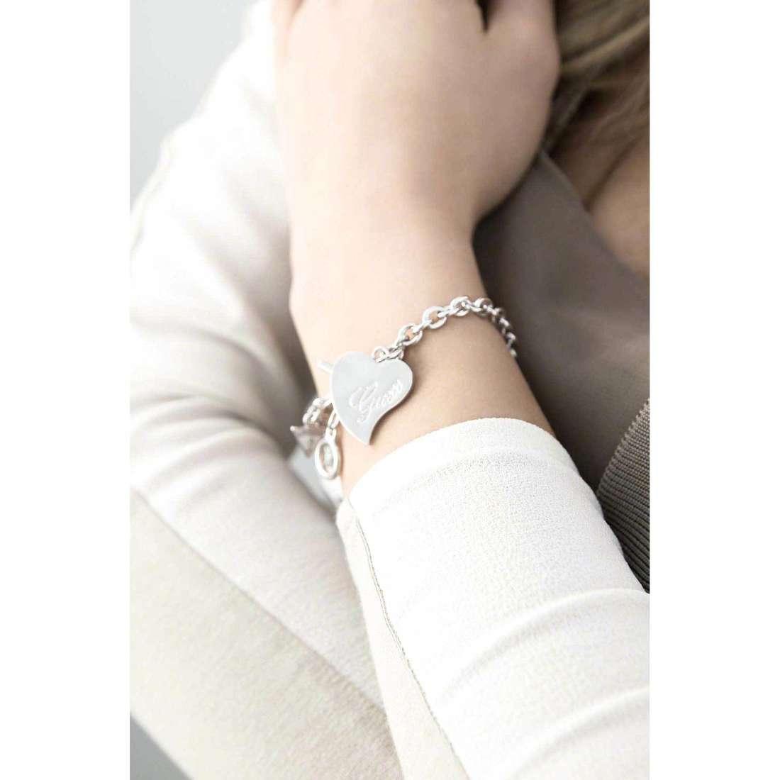 Guess bracelets Love femme UBB71530 indosso