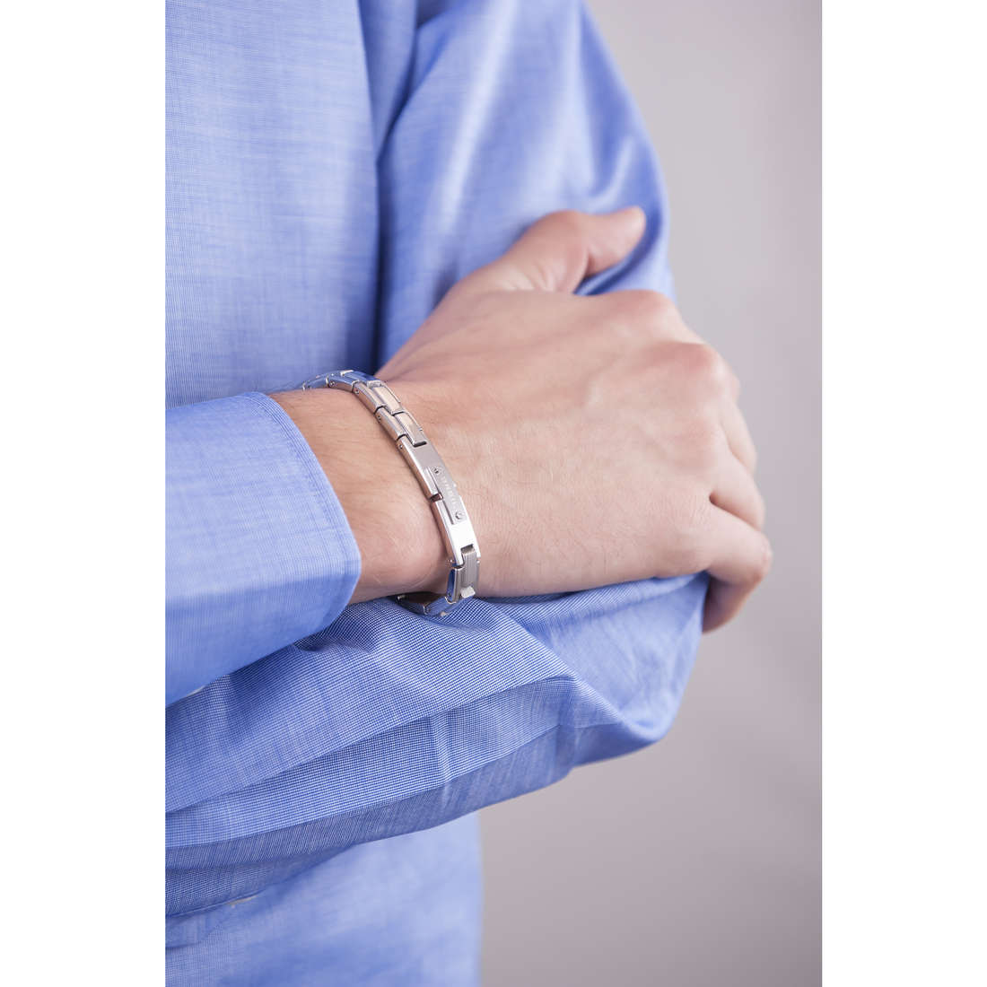 Breil bracelets Screw homme TJ1588 indosso