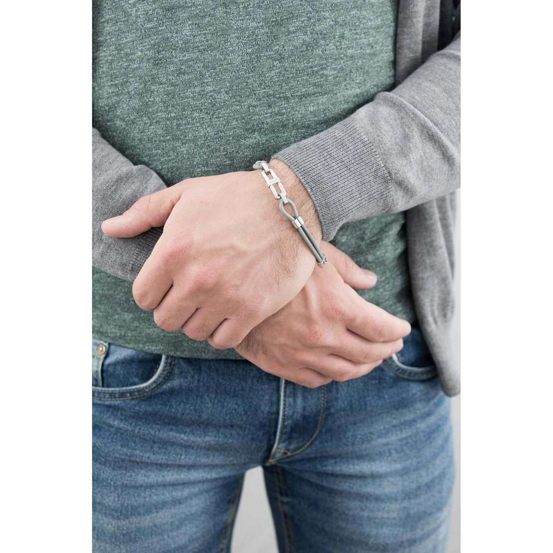 Breil bracelets Screw homme TJ1590 indosso
