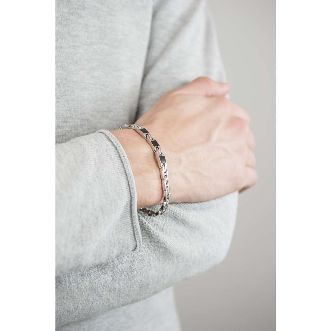 Brosway bracelets Flat chain homme BFC24 indosso