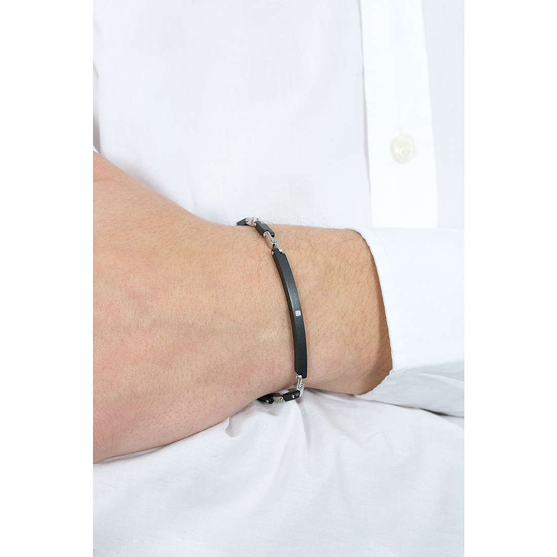 Comete bracelets Delta homme UBR 536 photo wearing