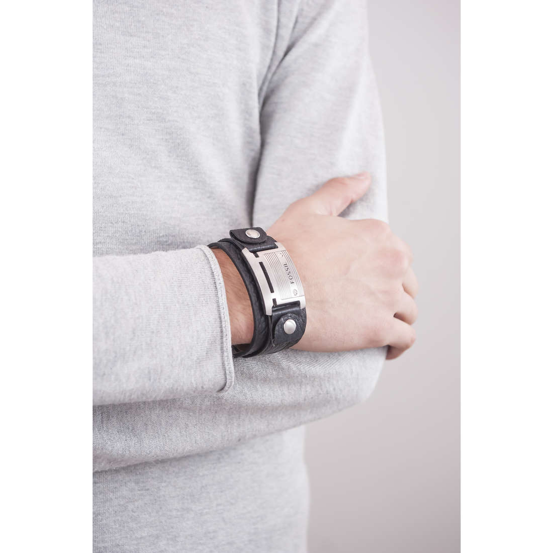 Fossil bracelets Fall 10 homme JF84816040 indosso