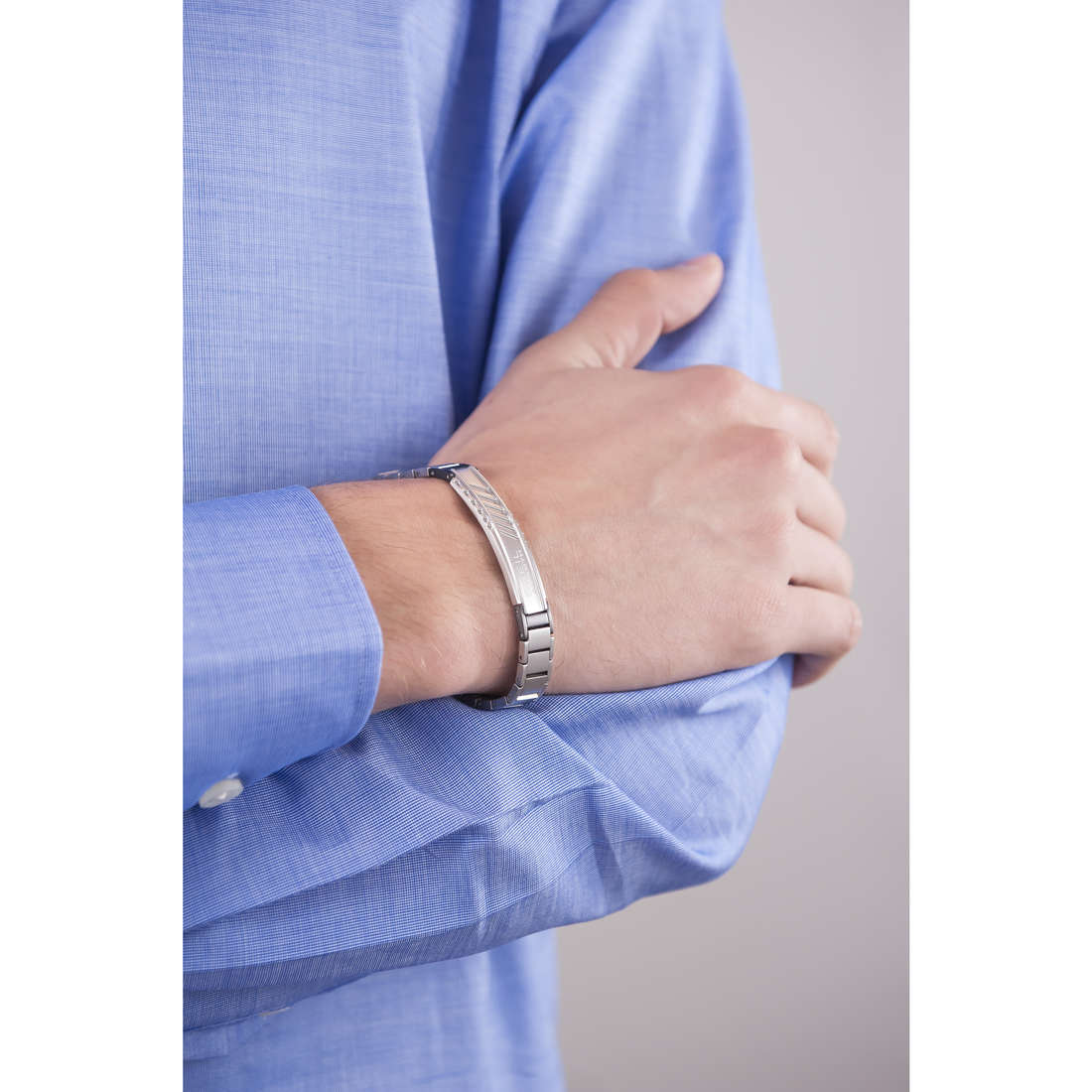 Breil bracelets Abarth man TJ1869 indosso