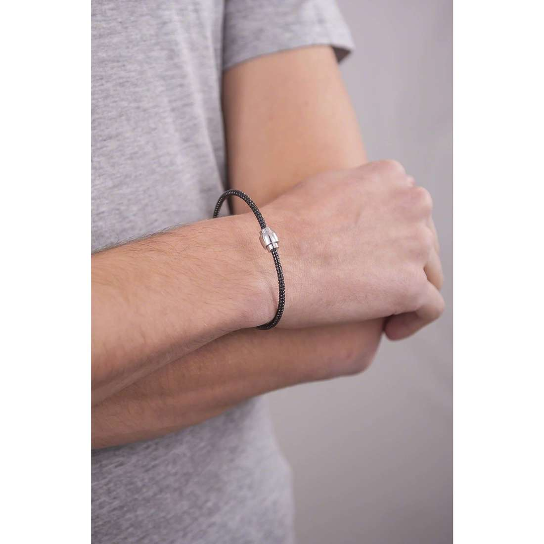 Comete bracelets Fahrenheit man UBR 590 photo wearing