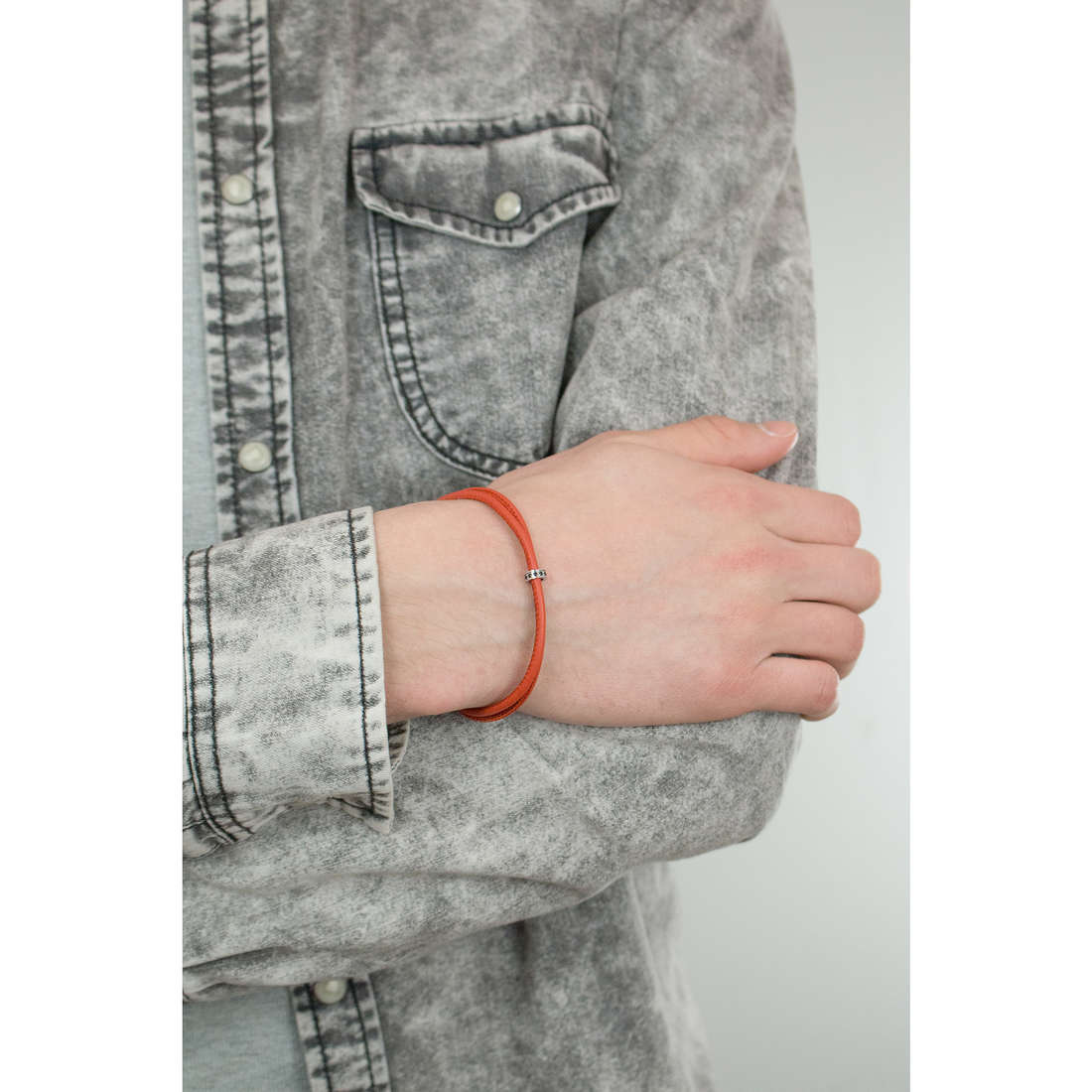 Comete bracelets Fahrenheit man UBR 599 indosso