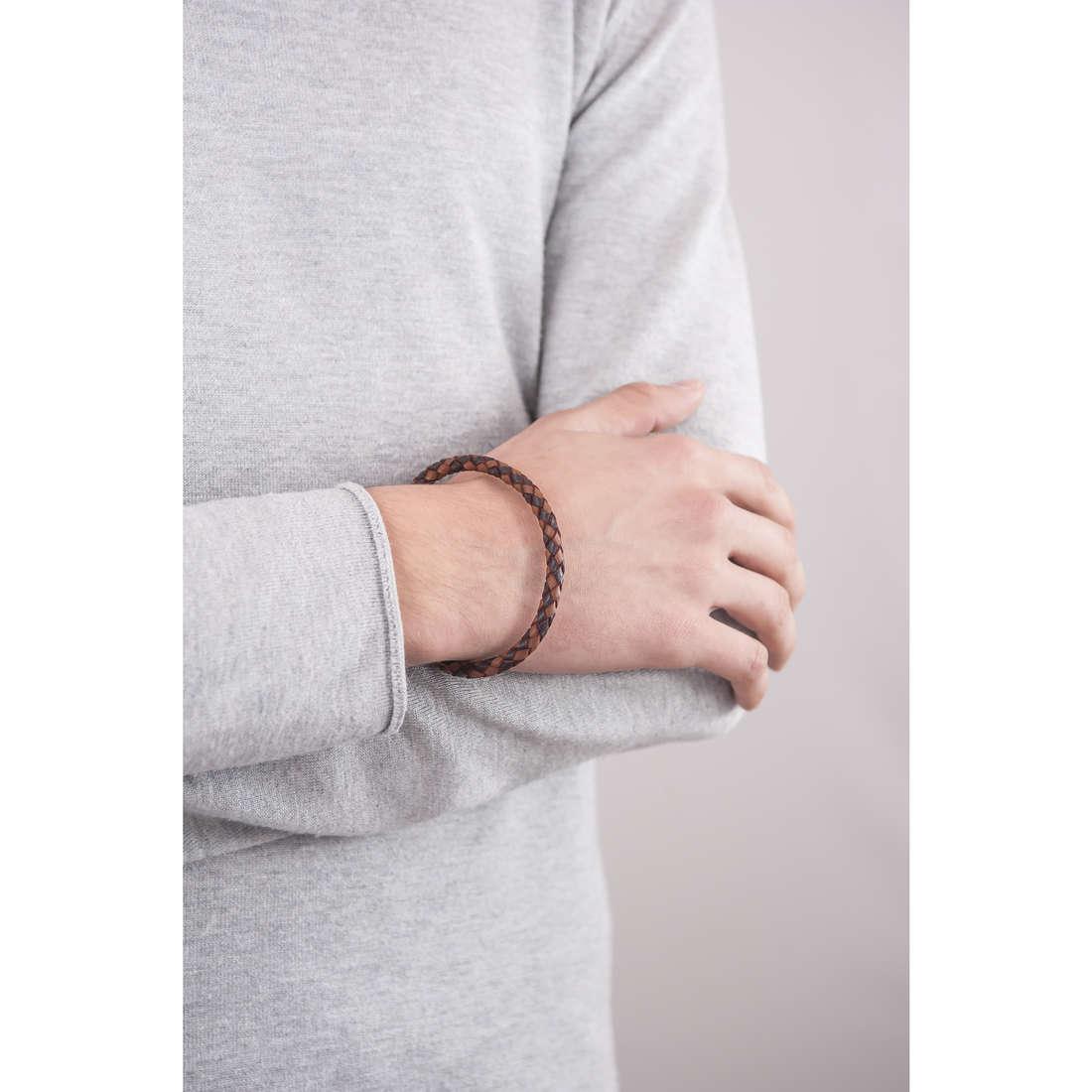 Fossil bracelets man JF00509797 indosso
