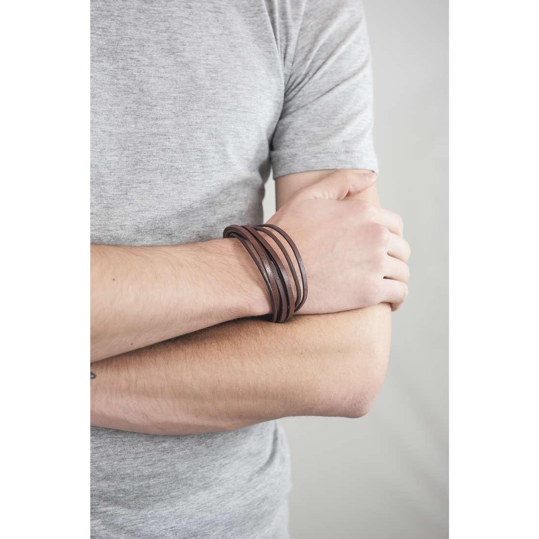 Fossil bracelets man JF86202040 indosso