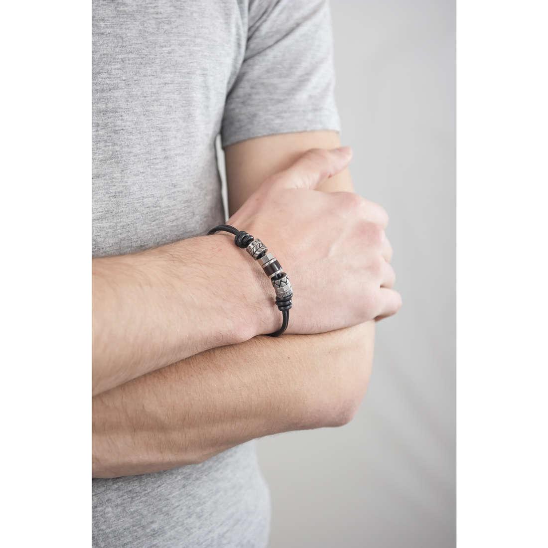 Fossil bracelets Spring 09 man JF84196040 indosso