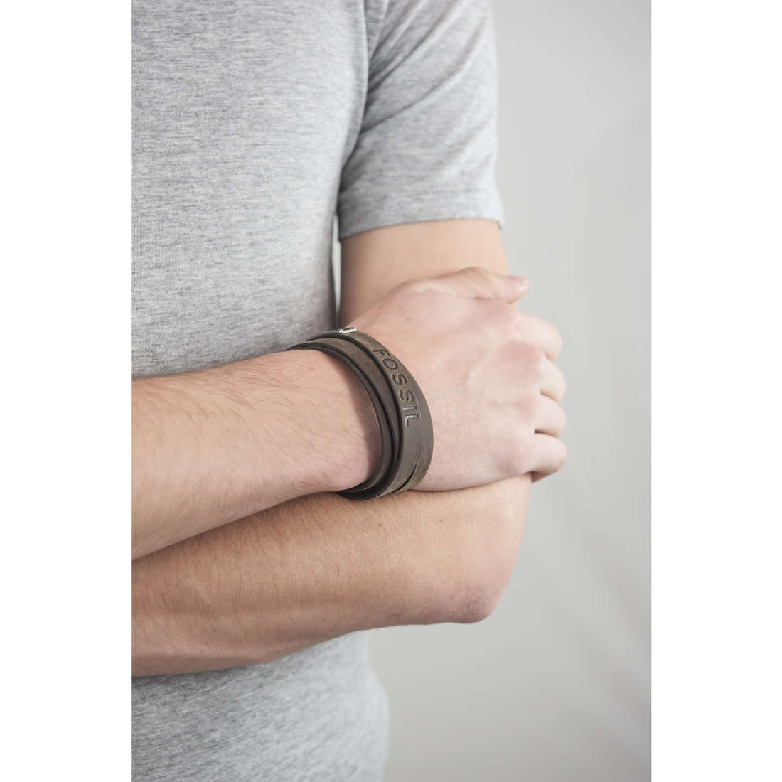 Fossil bracelets Spring 10 man JF84955040 indosso