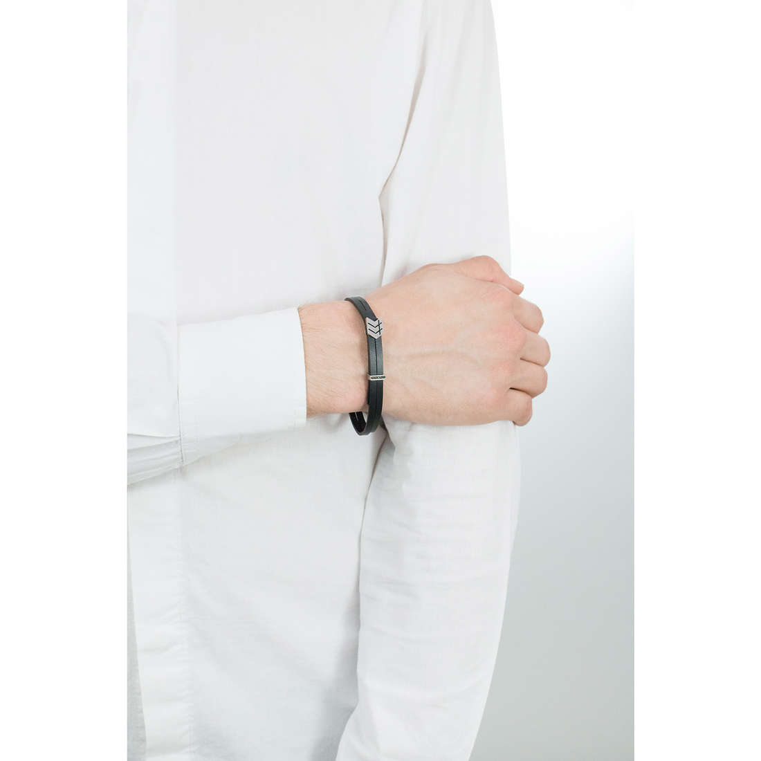 Nomination bracelets Metropolitan man 026704/008 indosso