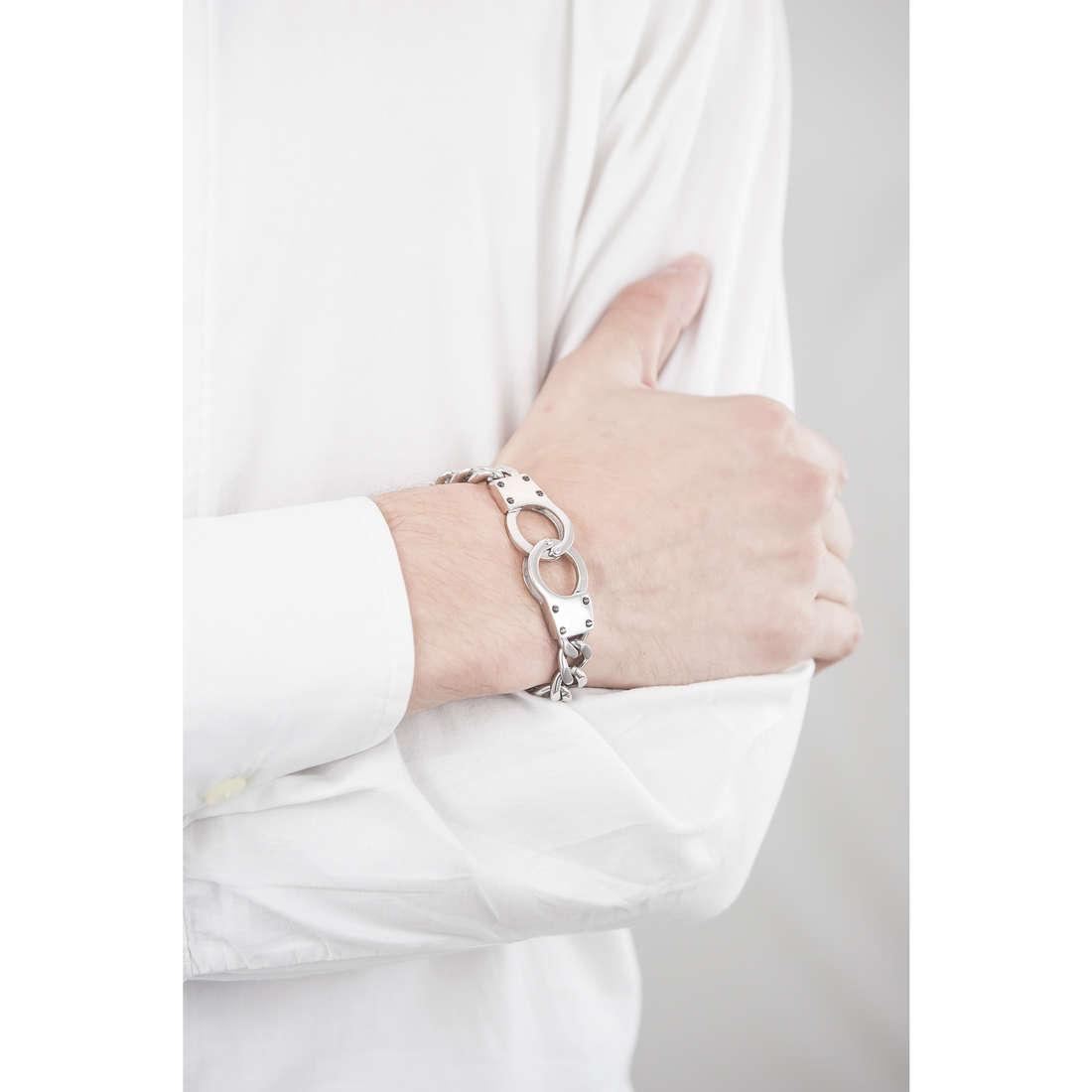 Police bracelets Connection man S14AFE01B indosso