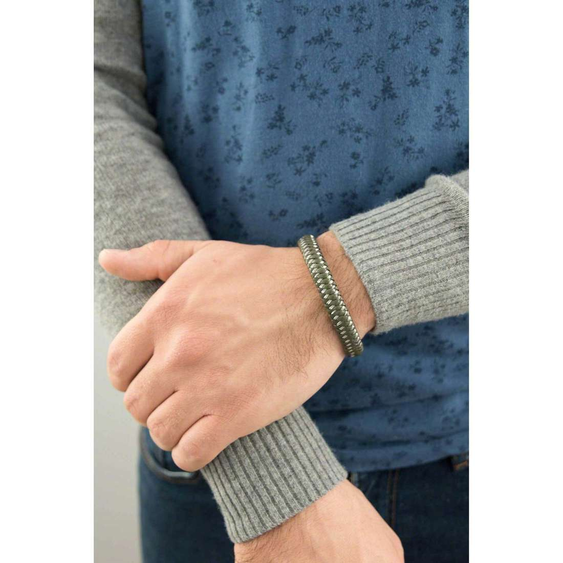 Sector bracelets universe man SXM03 indosso