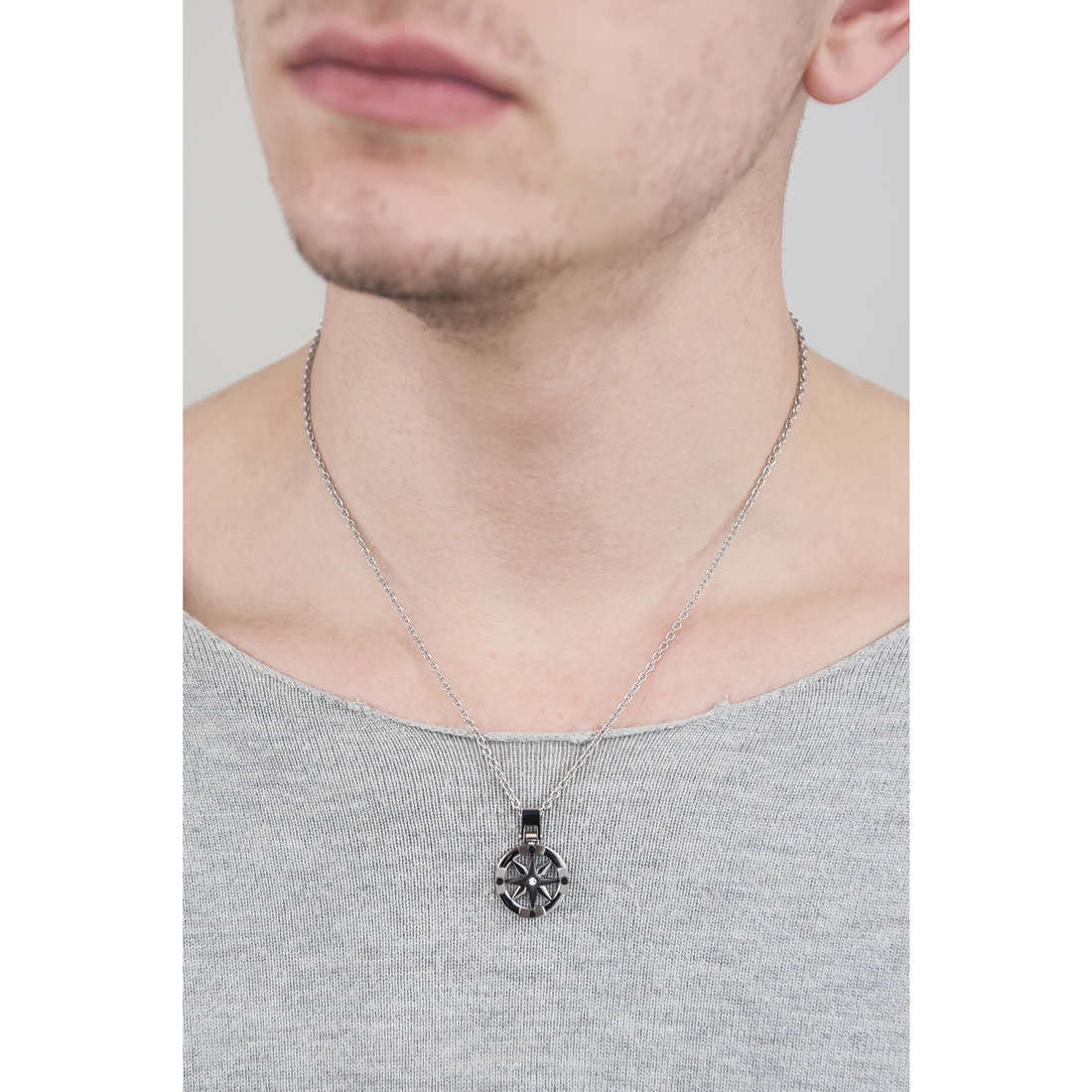 Sector collane Marine uomo SADQ01 indosso
